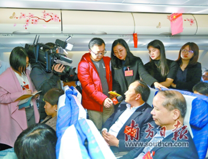 在粤全国人大代表万米高空热议民生建言改革发展 心系群众冷暖 关注湾区发展