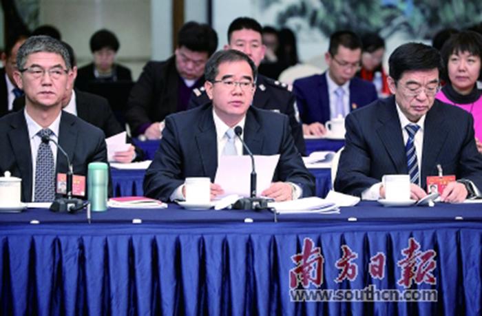 广东代表团举行全体会议,审议外商投资法草案